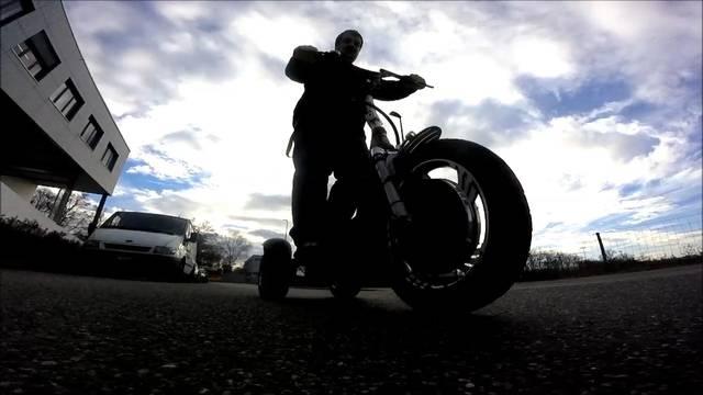 Michael Dolensek von Pneu Fuchs präsentiert das «Magic Bike»