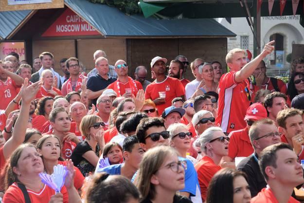 Public Viewing bei Eisi in der WM Arena Brugg; an der Fussball-Weltmeisterschaft scheidet die Schweizer Nationalmannschaft im Achtelfinal gegen Schweden aus