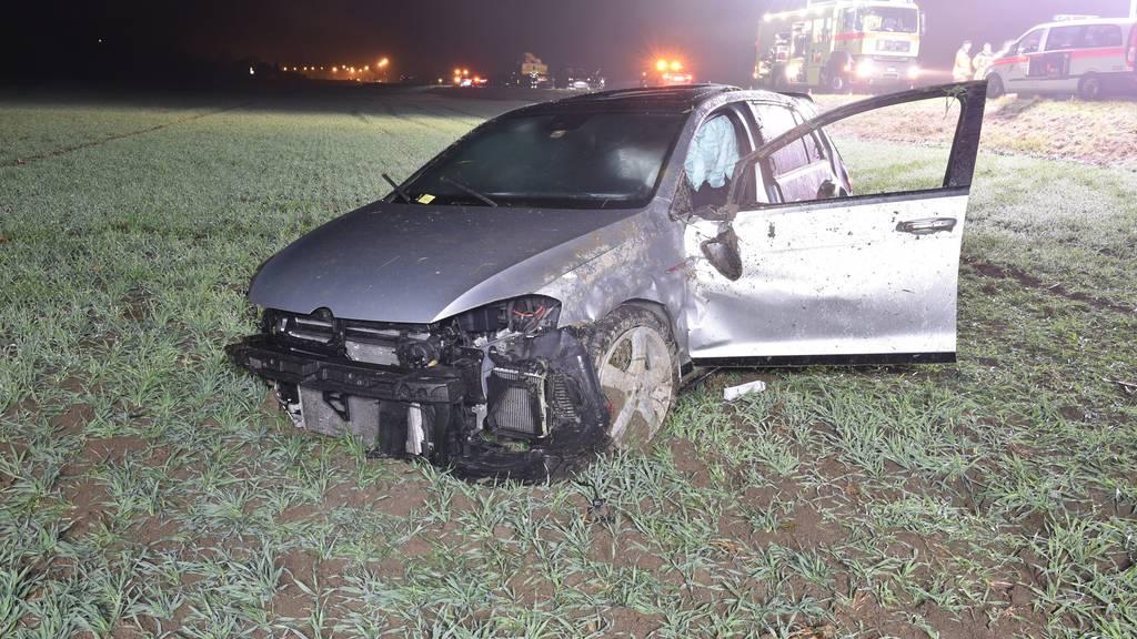 Das Fahrzeug überschlug sich mehrmals und kam so zum Stillstand.
