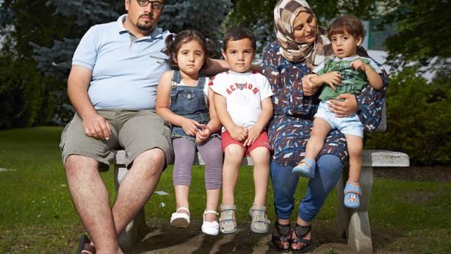 Foto von Yvain Genevay: Trauernde syrische Flüchtlingsfamilie