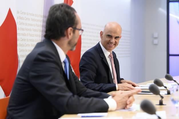 Bundesrat Alain Berset will die Informationshoheit bei sich behalten. Am Dienstag informierte er zusammen mit dem Direktor des Bundesamts für Gesundheit Pascal Strupler.
