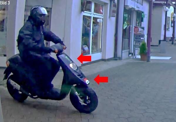 Fahndungsfoto mit dem Kleinmotorrad, das der Bankräuber in Oberdorf BL als Fluchtfahrzeug verwendete. (3)