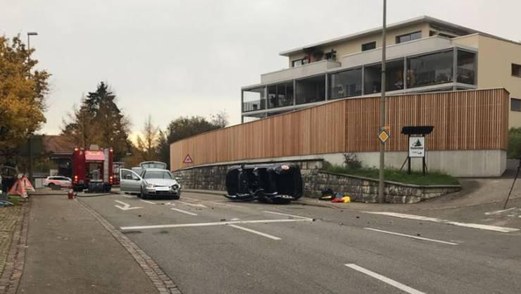 In Therwil kam es zu einem Unfall zwischen vier beteiligten Autos.