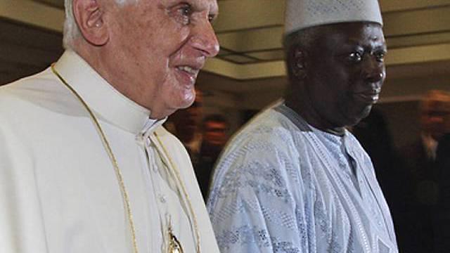 Der Papst, begleitet von FAO-Generaldirektor Jacques Diouf