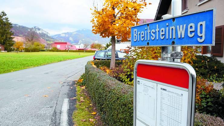 Ungenügend: Weil am Breitsteinweg viel gebaut wurde, soll dieser nun saniert werden. Darüber entschieden wird an der Urne. Oliver Menge