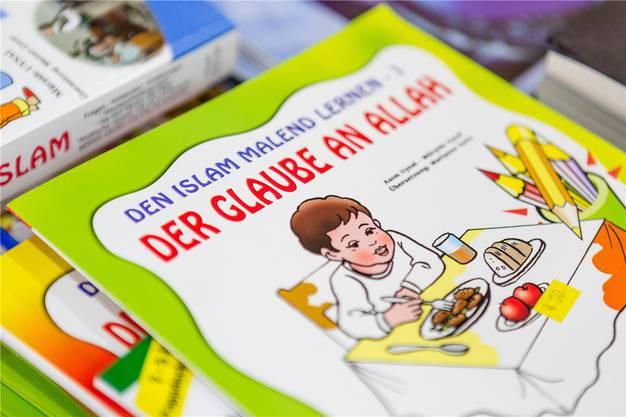 «Den Islam malend lernen», steht auf dem Kinderbuch im vereinseigenen Café.