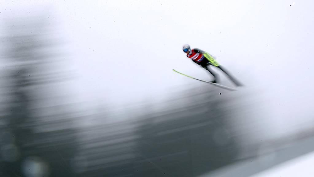 Simon Ammann hat im Nebel von Klingenthal den Durchblick.