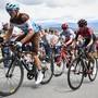 Ab sofort übernehmen die Bergfahrer an der Tour de Suisse: Im Bild Mathias Frank (links) und der zum Favorit aufgestiegene Egan Bernal (im roten Ineos-Trikot)