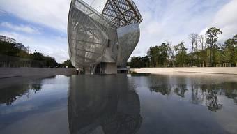 Eine der charakteristischen Bauten von Architekt Frank Gehry: die Louis Vuitton Foundation in Paris. (EPA/IAN LANGSDON)