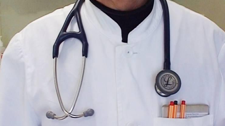 Der verurteilte Arzt arbeitet heute in einem anderen Kanton als Oberarzt. (Symbolbild)