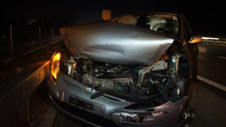 Hoher Sachschaden hat ein Auffahrunfall kurz vor der Blegikurve in Cham verursacht.