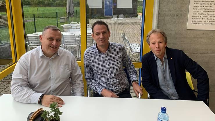 Von links nach rechts: Präsident Massimo Di Giovanni, Reto Schöni und Juniorenobmann Beat Lutz.