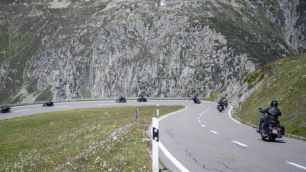 Die nächste Saison kommt bestimmt: Motorradfahrer am Oberalp (Archivaufnahme)