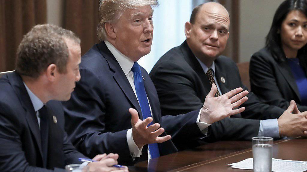 US-Präsident Donald Trump hat den Verkauf einer US-Firma an chinesische Investoren wegen Sicherheitsbedenken vorerst gestoppt.