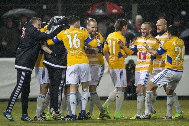 Die Luzerner feiern den 5:3-Sieg und die damit einhergehende Qualifikation für den Cup-Halbfinal