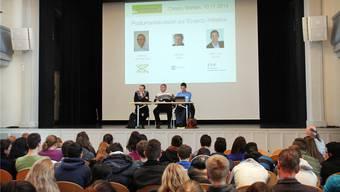 Die Schüler ergriffen an der gestrigen Podiumsdiskussion die Gelegenheit und löcherten die beiden Fachmänner mit kritischen Fragen. Tommy Richner