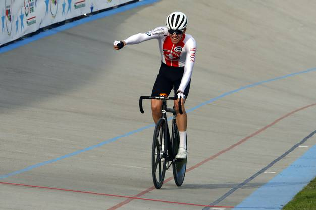 Jubel bei Fabian Weiss nach seinem dritten Platz im EM-Ausscheidungsfahren.