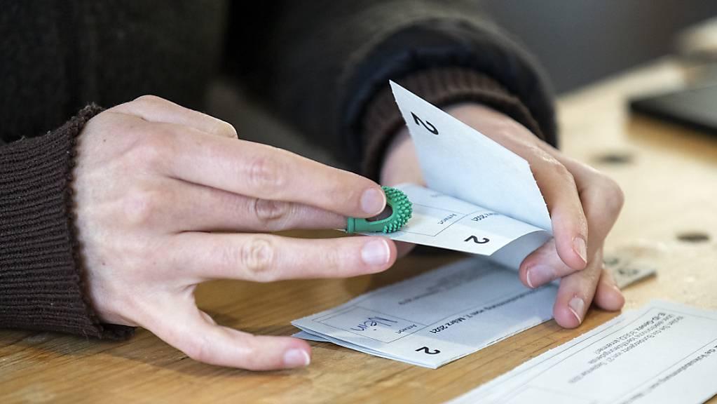 Das Resultat ist klar: Die Zürcherinnen und Zürcher sprechen sich gegen höhere Familienzulagen und mehr Geld für Prämienverbilligungen aus. (Symboldbild)