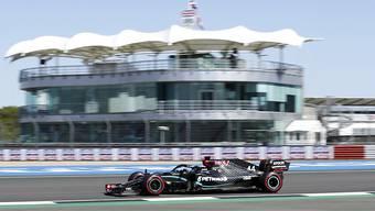 WM-Leader Lewis Hamilton war am ersten Trainingstag für das zweite Grand-Prix-Wochenende in Silverstone der Schnellste