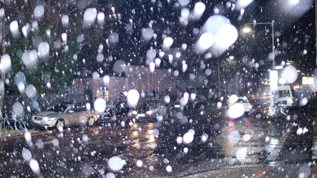 Regen und Schnee sorgen für Hochwasser – Industriestrasse gesperrt