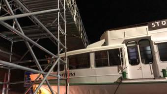 Die «MS Fortuna» bleibt beim Abtransport stecken