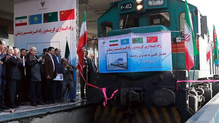 Nach gemeinsamen Bemühungen, die Seidenstrasse wiederzubeleben, trifft der erste chinesische Güterzug in Teheran ein.