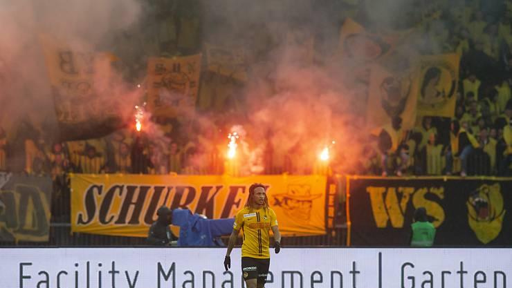 Die feiernden YB-Fans sorgten in Zürich für einen gut dreiminütigen Spielunterbruch wegen Rauchpetarden