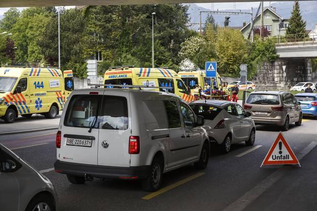 Drei Personen, darunter zwei Kinder, wurden verletzt und ins Spital gebracht.