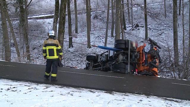 Erneuter Unfall mit Salzwagen