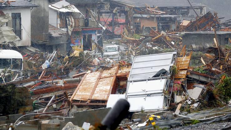 Unwetter haben in Japan mindestens 50 Menschen das Leben gekostet.