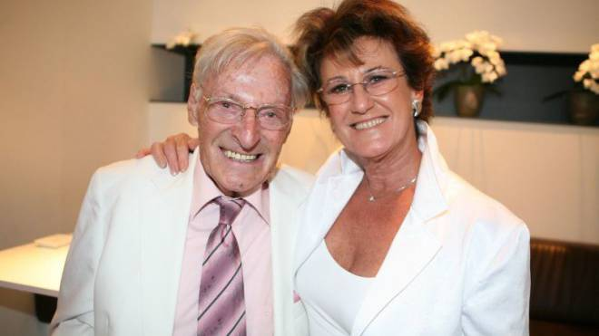 Pflegt ihren Mann rund um die Uhr: Christina Kübler mit ihrem Ferdy. Foto: Tilllate