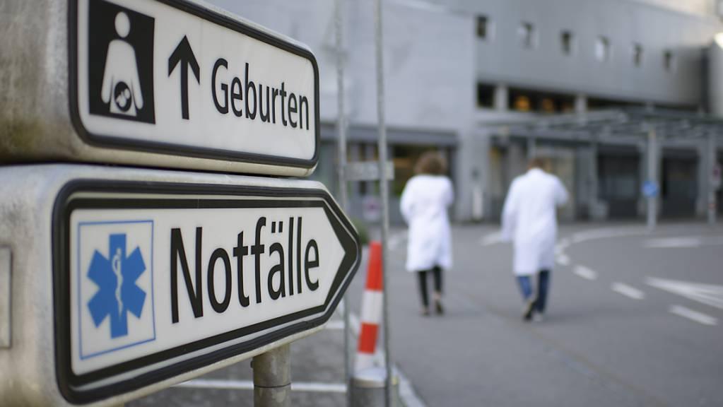 «Den Notfall finden alle», sagt Philipp Lutz, Sprecher des Kantonsspitals St. Gallen (KSSG). Immer mehr Menschen haben keine Hausarzt mehr und gehen mit Verletzungen und Krankheiten direkt ins Spital. (Archivbild)
