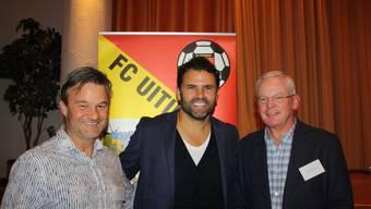 Ein zufriedenes Gespann: Martin Cincera (links), Präsident des FC Uitikon, mit Uli Forte (Mitte) und Gemeindepräsident Chris Linder (rechts).