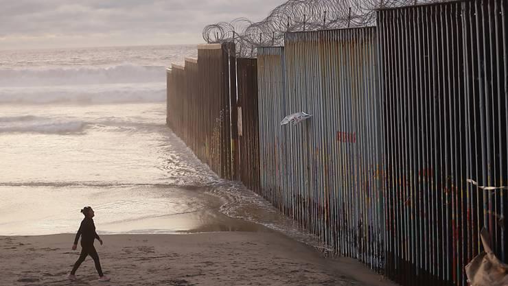 Viele Flüchtlinge in den USA überweisen Geld an ihre Familien in Mexiko. (Symbolbild)
