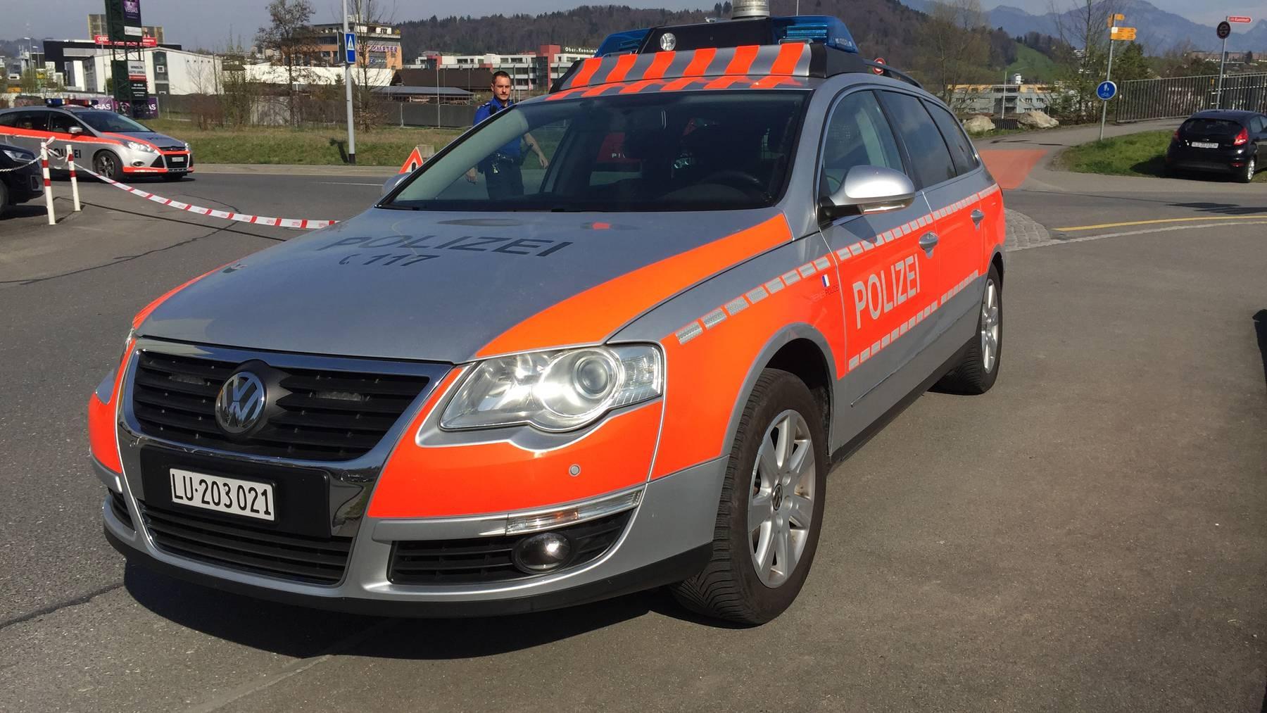 Mann steigt der Luzerner Polizei aufs Dach