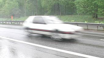 Der 51-Jährige fuhr im Tempo-80-Bereich über 130 km/h. (Symbolbild)