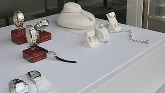 Beim Überfall auf die Bijouterie wurde Schmuck im Wert von mehreren hunderttausend Franken gestohlen. (Symbolbild)