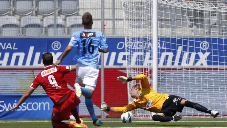 Der FC Aarau muss in Thun den Treffer zum 1:2 hinnehmen.