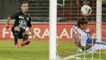 Liridon Balaj hat in der 60. Minute keine Mühe, den Ball zum 2:0 für den FCA im GC-Tor zu versenken.