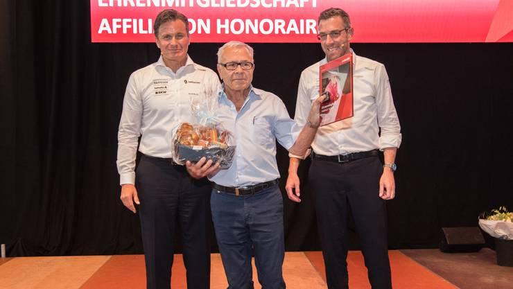 An der Delegiertenversammlung erhielt Helmut Schulz (Mitte) sein Ehrenmitglieder-Diplom.