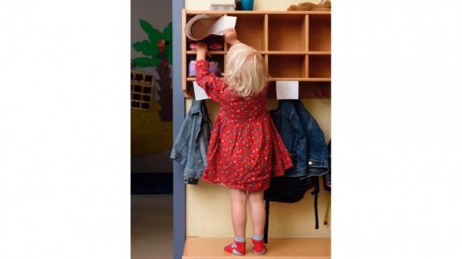Von Praktikantinnen betreut? Kind in einer Kindertagesstätte. Foto: Keystone