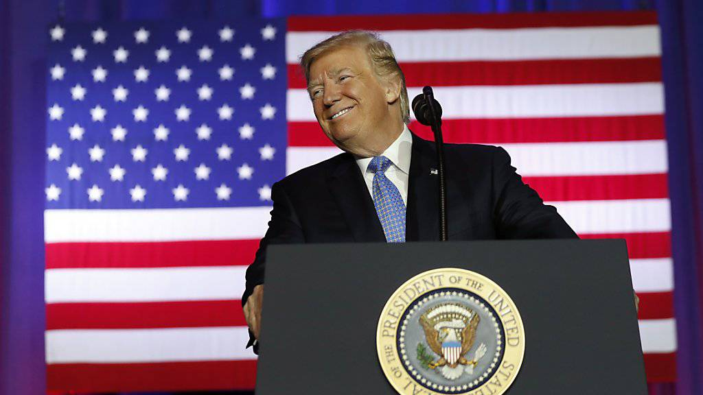 US-Präsident Donald Trump verrät auf einer Veranstaltung in Indianapolis, dass ausländische Firmen weitere Grossinvestitionen in den USA planen.