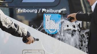 Im Oktober 2018 wurde bereits ein Zug auf den Namen Fribourg/Freiburg getauft. Nun soll auch die Stadt den Doppelnamen erhalten. (Archivbild)