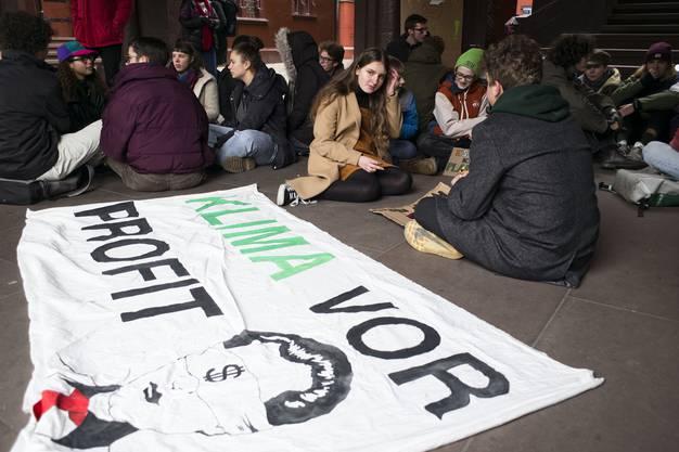Klimastreik Basler Schüler im Rathaushof.