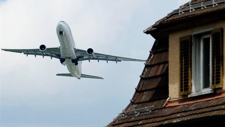 Die Exekutive verfolgt die Flugbewegungen und die damit verbundeneLärmbelastung intensiv, schreibt sie in ihrer Antwort. Foto: zvg