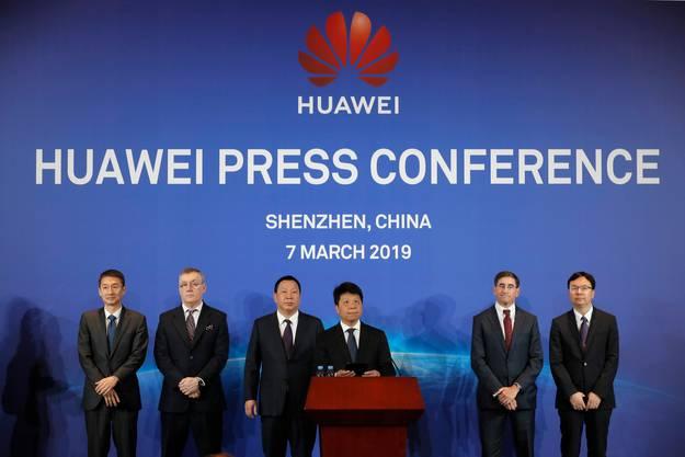 Huawei-Chef Guo Ping reichte diesen Frühling eine Klage gegen die USA ein. Sein Vorwurf: Die USA würden Huawei mit illegalen Sanktionen einschränken.