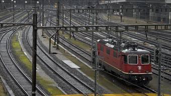 Einfahrt in den Basler Bahnhof SBB: Für Planungsarbeiten zum Ausbau des Basler S-Bahnknotenpunkts hat der Baselbieter Landrat einen Kredit von 2,8 Millionen Franken bewilligt.
