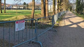 Eine Massnahme in einem verrückten Jahr: Im April hatte die Stadt Dietikon verschiedene Pärke wie die Allmend Glanzenberg gesperrt.