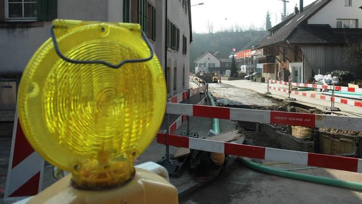 Bauarbeiten auf der Rinikerstrasse in Remigen. Nun soll der Abschnitt Stig saniert werden. (Archivbild 2014)