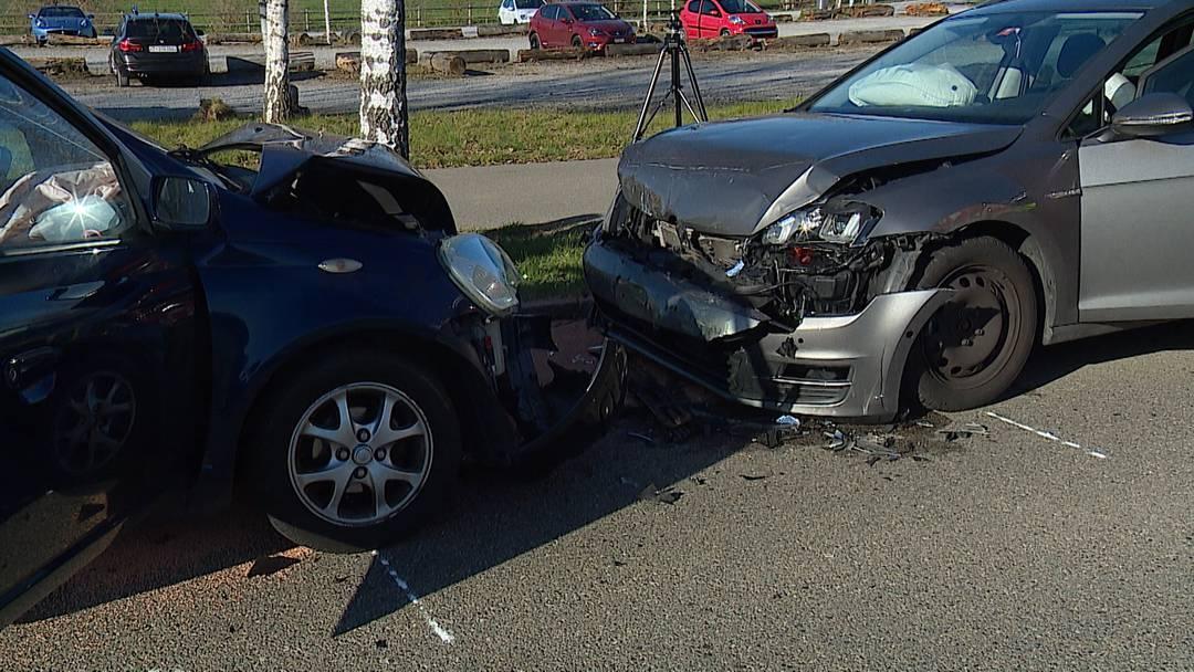 Hinteregg: Frontalkollision fordert sechs Verletzte